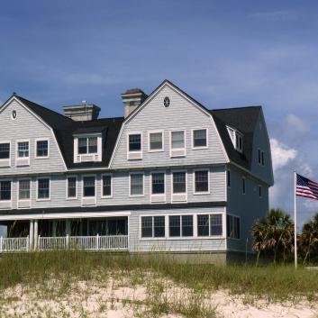 Elizabeth Pointe Lodge